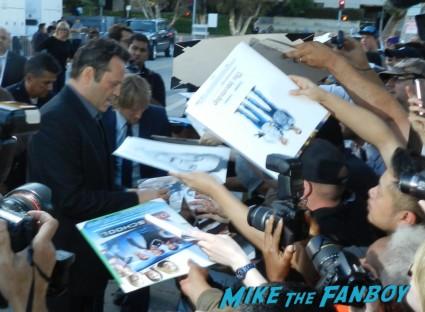 vince vaughn signing autographs with owen wilson at the internship movie premiere vince vaughn signing autographs