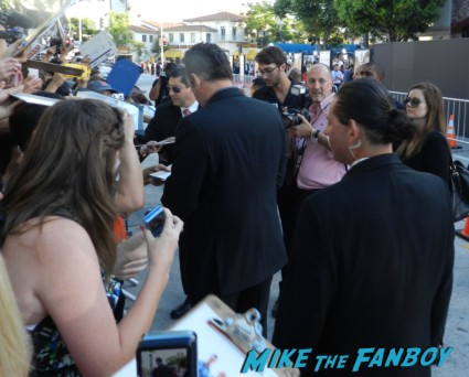 vince vaughn signing autographs with owen wilson at the internship movie premiere vince vaughn signing autographs