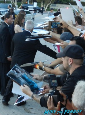 rose byrne signing autographs at the internship movie premiere vince vaughn signing autographs 101
