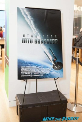 star trek into darkness microsoft store autograph signing and photo pop