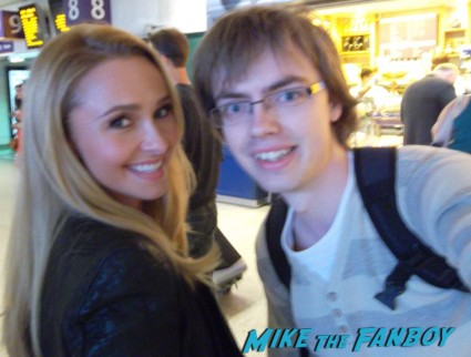 Hayden Panettiere signing autographs for fans heroes star rare promo