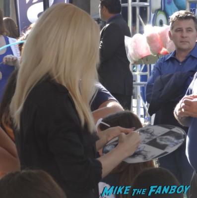 gwen stefani signing autographs for fans Gwen stefani signing autographs for fans at the Monsters university movie premiere