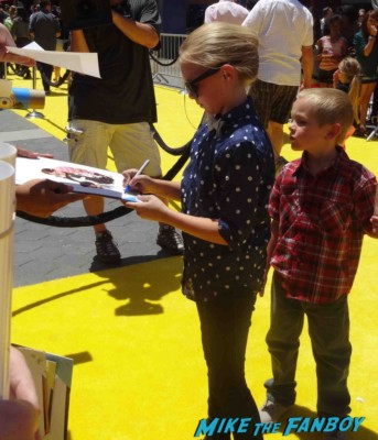 Elsie Fisher signing autographs Despicable Me 2 movie premiere red carpet steve carell rare