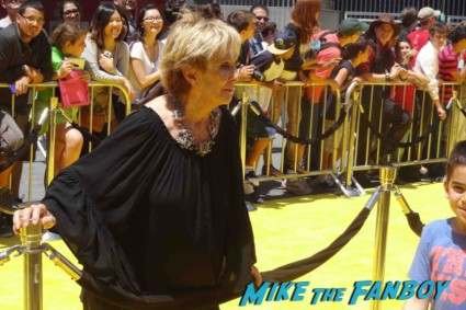 cloris leachman  signing autographs Despicable Me 2 movie premiere red carpet steve carell rare