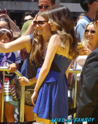 Miranda Cosgrove signing autographs Despicable Me 2 movie premiere red carpet steve carell rare
