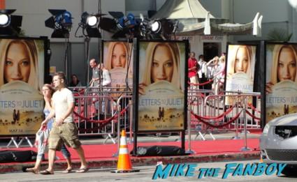 letters to juliet world movie premiere logo sign amanda seyfried ignoring fans