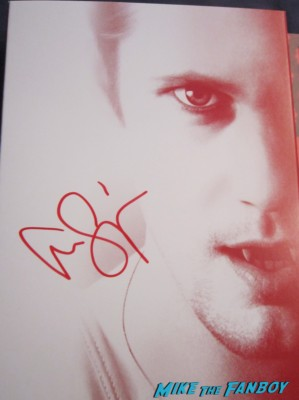 alexander skarsgard siged autograph true blood season 5 dvd set rare Alexander skarsgard signing autographs for fans after a q and a for the east rare promo