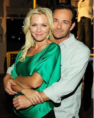 Jennie Garth_ Luke Perry combo shot rare promo