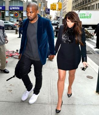 Kim Kardashian kanye West walking down the street