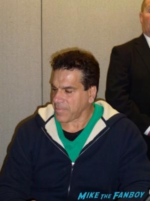 Lou Ferrigno signing autographs for fans rare promo hot the hulk star rare