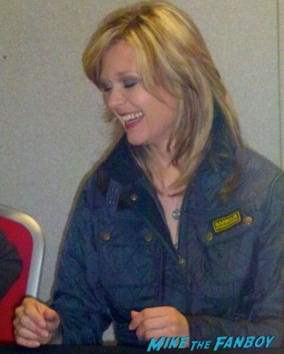 Ariana Richards signing autographs for fans Jurassic Park star rare promo hot