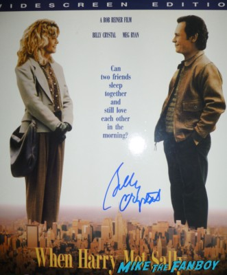 billy crystal signed when harry met sally laserdisc Billy Crystal signing autographs for fans Monsters university premiere marquee sign rare billy crystal