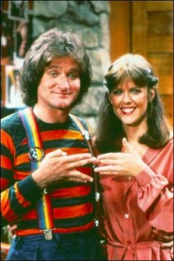 Pam-Dawber-and-robin-williams-in-mork-and-mindy cast photo