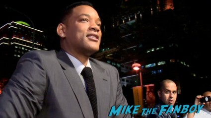 will smith signing autographs for fans at the after earth movie premiere tiawan will smith signing autographs (7)