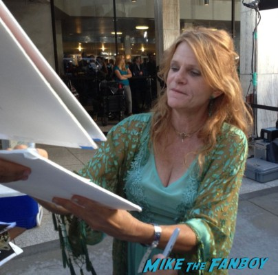 Dale Dickey signing autographs true blood season 6 premiere red carpet anna paquin alexander skarsgard hot rare
