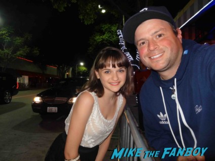 joey king signing autographs for fans at the this is the end movie premiere