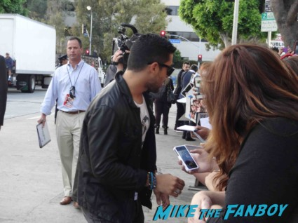 wilmer valderrama signing autographs for fans at the this is the end movie premiere