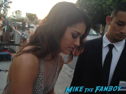Janina Gavankar signing autographs true blood season 6 premiere red carpet anna paquin alexander skarsgard hot rare