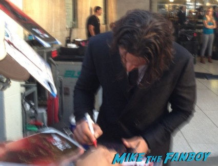 Joe Manganiello signing autographs true blood season 6 premiere red carpet anna paquin alexander skarsgard hot rare