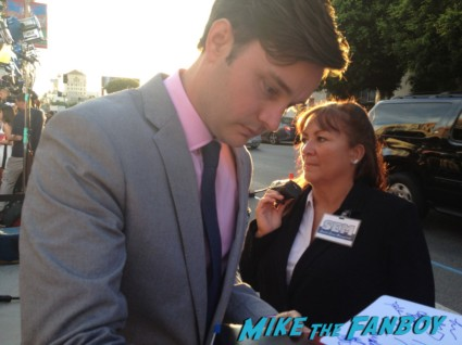 Michael McMillian signing autographs true blood season 6 premiere red carpet anna paquin alexander skarsgard hot rare