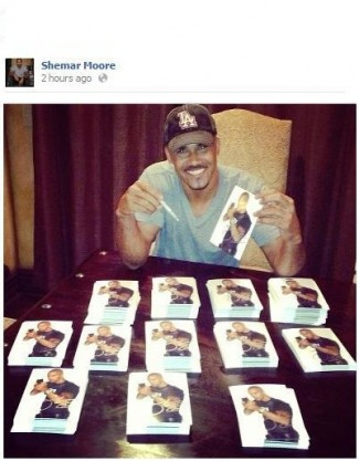 shemar moore signing autographs for fans fanmail ncis star