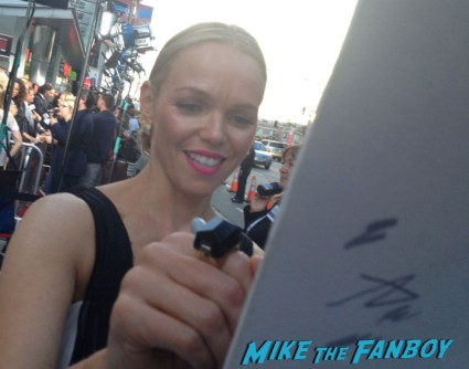 Lauren Bowles signing autographs true blood season 6 premiere red carpet anna paquin alexander skarsgard hot rare