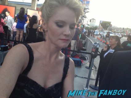 Tara Buck signing autographs true blood season 6 premiere red carpet anna paquin alexander skarsgard hot rare