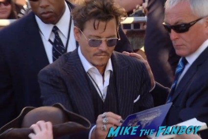 Johnny Depp signing autographs the lone ranger movie premiere johnny depp signing autographs for fans armie hammer (6)
