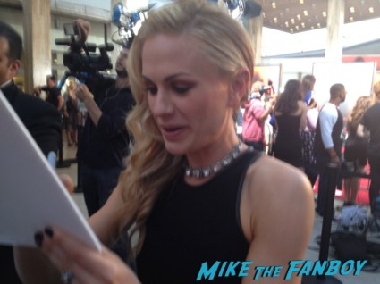 Anna Paquin signing autographs true blood season 6 premiere red carpet anna paquin alexander skarsgard hot rare