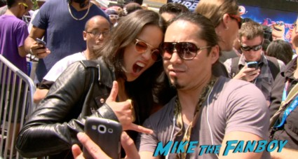 michelle rodriguez signing autographs turbo event los angeles snoop dog signing autographs (12)