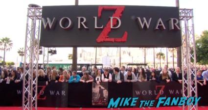 world war z australian movie premeire brad pitt signing autographs (1)