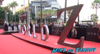 world war z australian movie premeire brad pitt signing autographs