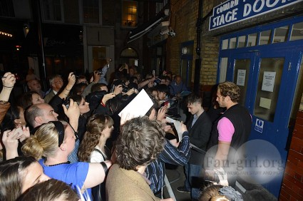 daniel radcliffe signing autographs for fans rare