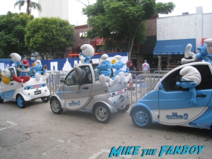 The Smurfs 2 movie premiere cars lined up on the blue carpet rare promo