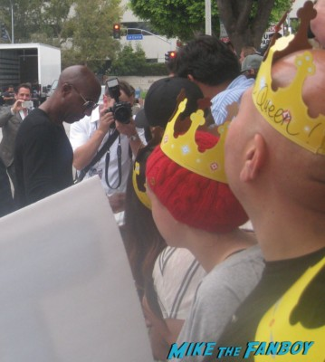 J.B. Smoove from Glee signing autographs at the smurfs 2 movie premiere rare red carpet promo