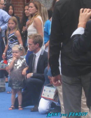 neil patrick harris arriving to the the smurfs 2 movie premiere rare red carpet promo