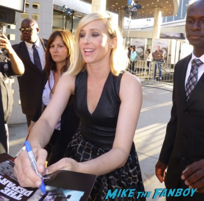 Vera Farmiga signing autographs at the conjuring premiere lili taylor signing autographs vera farmi 033