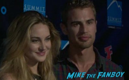 Theo James Shailene Woodley hot at the Summit Entertainment Party Comic Con asa butterfield signing autographs rare