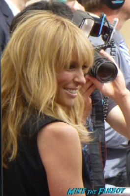 Toni collette signing autographs for fans way way back premiere toni collette signing autographs rare 006