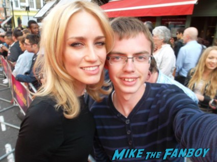 Ruta Gedmintas signing autographs for fans charlie and the chocolate factory theater premiere london red carpet (11)