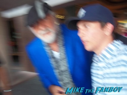 John McVie signing autographs for fans fleetwood mac signing autographs (4)