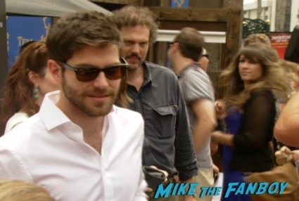 David Giuntoli and cast at the grimm SDCC fan experience signing autographs (1)
