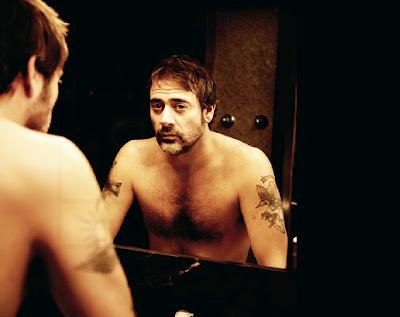 jeffrey dean morgan shirtless staring in a mirror hot