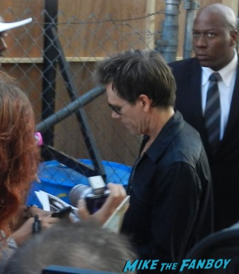 kevin bacon signing autographs for fans jimmy kimmel live 001