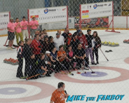 hollywood curling in valencia with kristy swanson wil wheaton tracey gold
