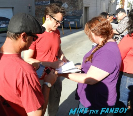 Johnny knoxville signing autographs for fans jimmy kimmel live 001