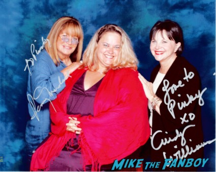 laverne and shirley cast photo signed autograph rare promo penny marshall cindy williams rare signed autograph david lander signing autographs for fans fan photo rare promo laverne and shirley star