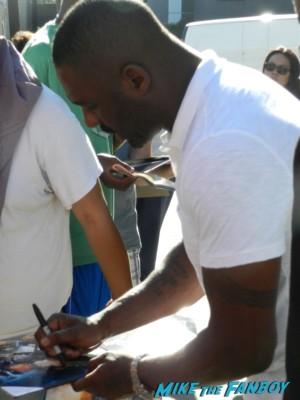 idris elba signing autographs for fans jimmy kimmel live rare promo prometheus star