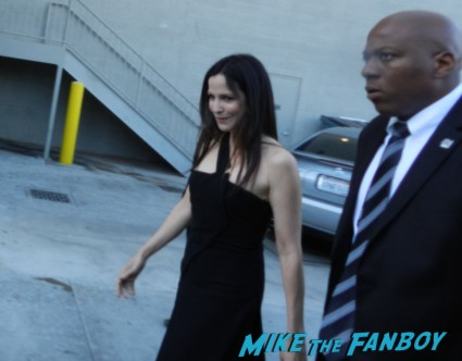 mary louise parker signing autographs for fans jimmy kimmel live rare mary louise parker signing autographs hot sexy weeds star kimmel 017