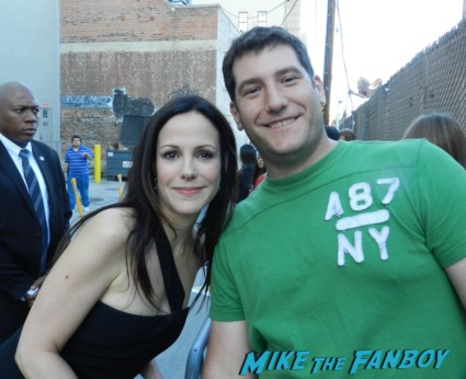 Mary louise parker fan photo mike the fanboy wees star nancy botwin mary louise parker signing autographs hot sexy weeds star kimmel 049
